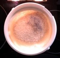 Bio-Himbeereis selbst gemacht - Zucker und Vanillezucker drauf