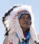 Schulden zu hoch: Amerikaner verkaufen Land an Indianer und gehen zurück in die Alte Welt