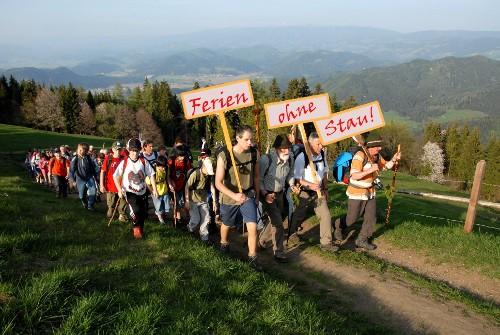 Sommer-Ferien ohne Stau - Wanderung zum Ferienort.