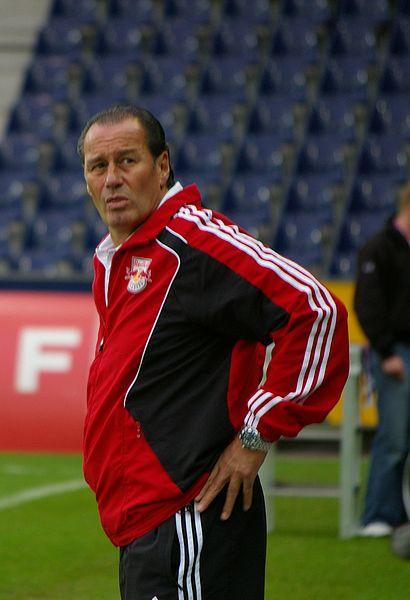Schalke 04 und die Trainer: Huub Stevens nach dem FC Red Bull Salzburg,Trainer bei Schalke 04 und nun arbeitslos.