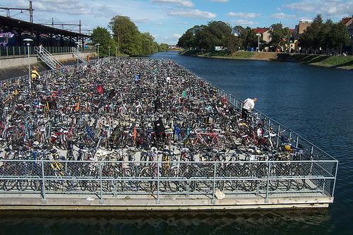 Fahrrad / Bike parken in Malmö by Cyberslayer