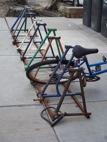 Fahrrad / Bike parken der Recycle-Fahrradständer by-julianmeade