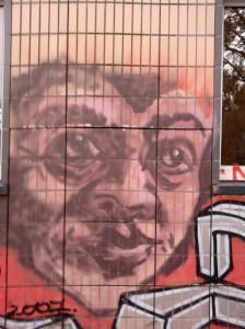 Graffito an einem Gebäude der Ernst-Reuter-Schule 2 in Frankfurt am Main