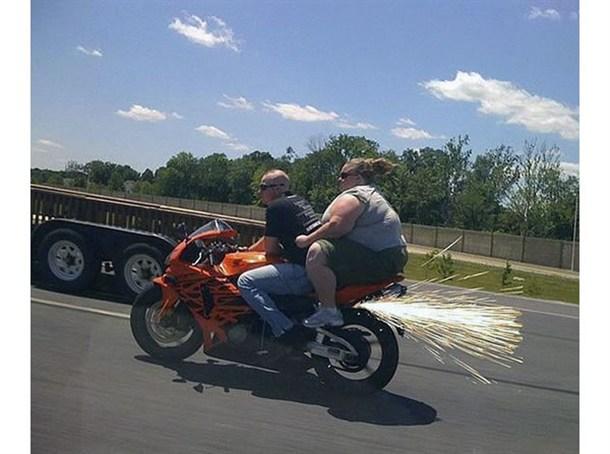 Motorrad überlastet - eins der Bilder auf http://www.break.com