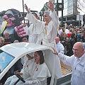Bild: Papst im Papamobil auf der Papst – Demo / von dielinke_sachsen