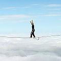 Bild: Slacker, Slackliner auf einer Highline im Ammergebierge - Slacklining in großer Höhe