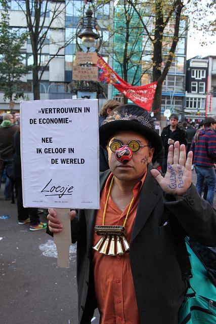 Amsterdam Occupy - Vertrauen in die Ökonomie? Nee in die Welt von Husky
