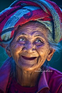 An Old Balinese woman with her Joyous face von Rarindra Prakarsa