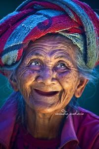 An Old Balinese woman with her Joyous face von Rarindra Prakarsa