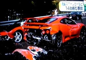 Unfall in Japan: 14 Nobelkarossen bei Massenkarambolage zerstört - Bild: Screenshot Ferraris