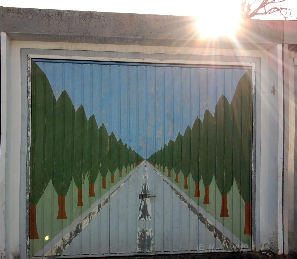 """Nicht alle Graffiti sind so üppig wie die vorherigen. """"Allee"""" ist schlicht."""