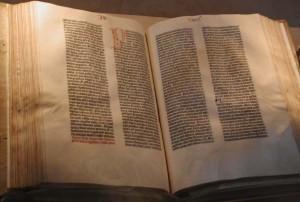 Die Gutenberg Bibel - Foto von Raul654 - Draufklicken vergrößert