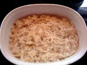 Schinken und Sauerkraut rein - Rezept: Überbackenes Sauerkraut mit Schupfnudeln