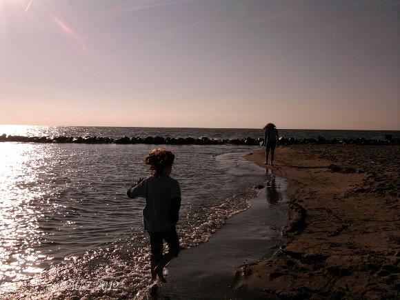 Hier klicken für eine größere Ansicht von menschenleerer Strand am Ijsselmeer - außer uns ist niemand da ...