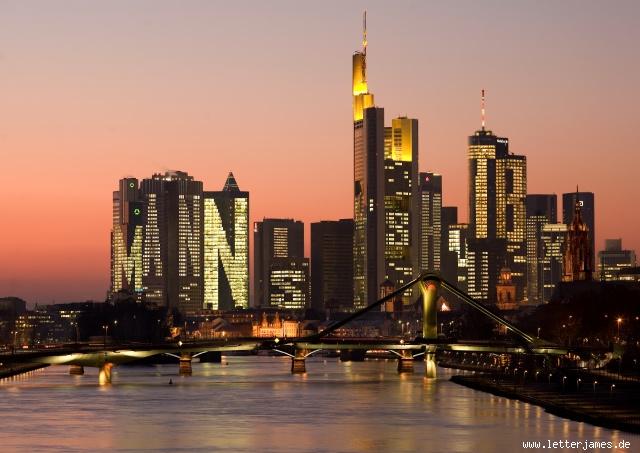 Mannis-Shoutbox in der Skyline von Frankfurt am Main