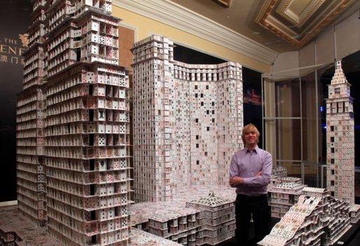 Kartenhaus auf Kartenhaus durch Bryan Berg