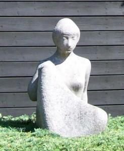 Cläre Bechtel - Frauenskulptur in Praunheim (nah)