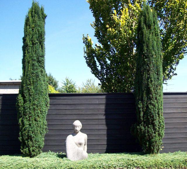 Cläre Bechtel - Frauenskulptur vor der Künstler Kolonie in Praunheim