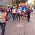 Bild: Gefahr auf dem Schulweg - Zum Vergrößern aufs Bild klicken