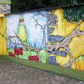 Graffito an der Gartenmauer und um die Garage herum - (Hier klicken vergößert das Bild)