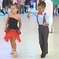 Bild: Tanzende Kinder mit viel Talent