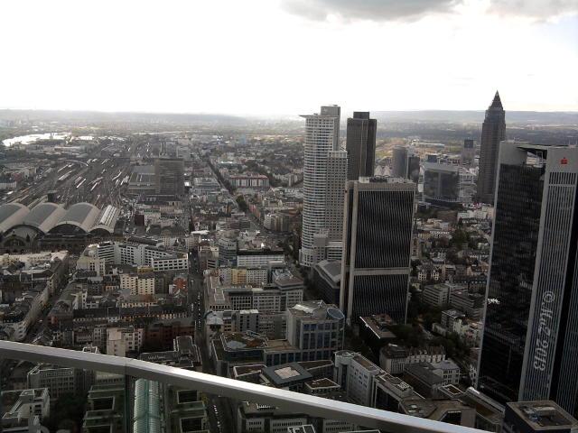 Bild: Arbeitsplatz ganz oben: Blick vom Maintower in 200 Metern Höhe