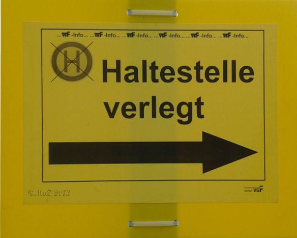 Bild: Bild: Schilder-Bilder: Wohin haben die nur die Haltestelle verlegt?