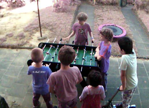 Bild: Positiv gedacht: gekriegt haben wir einen Kickertisch, an dem alle Kids, und natürlich ich, viel Spaß haben. (Aufnahme einer IPCam)