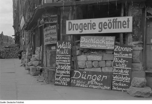 Bild Einkaufen in der Drogerie früher...