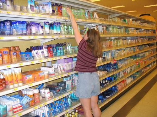 Bild: Einkaufen in der Drogerie heute ...