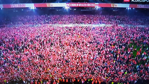 Bild: Union Berlin steigt auf - Das Stadion wackelt