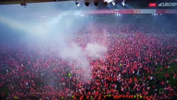 Bild: Union Berlin steigt auf - Die Fans feiern